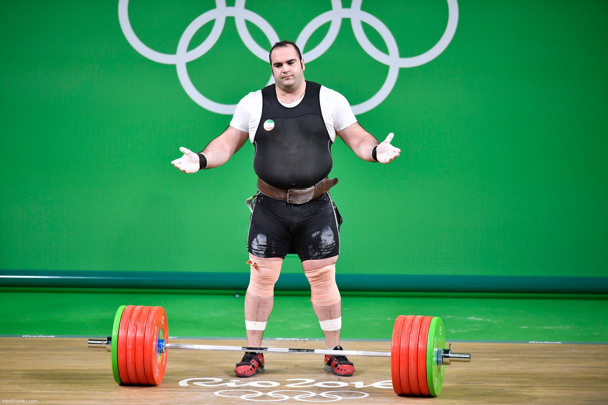 Iran's super heavyweight weightlifter Behdad Salimi failed in Rio 2016 / Photo+Video