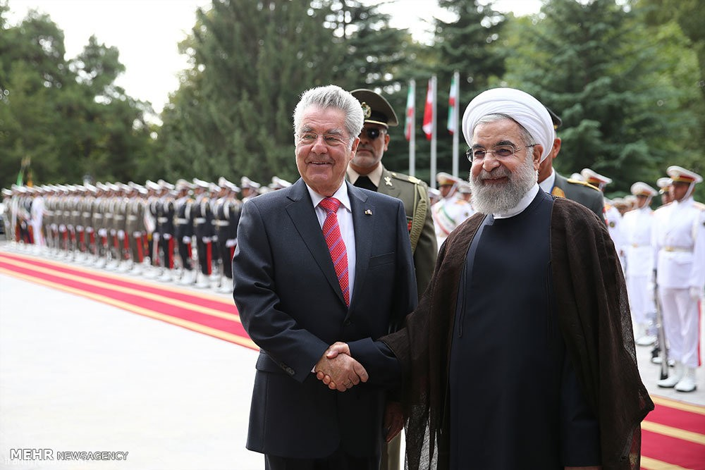 Iranian President Hassan Rouhani (R) welcomes Austrian President Heinz Fischer during a visit to Tehran in September 2015.