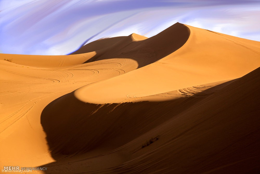 Iran's beautiful Maranjab Desert + Photo