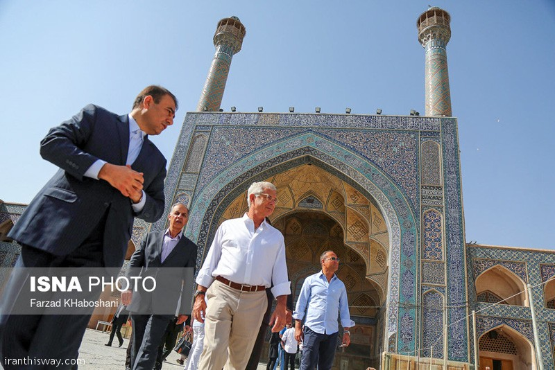 President of French National Assembly visited Isfahan + photo