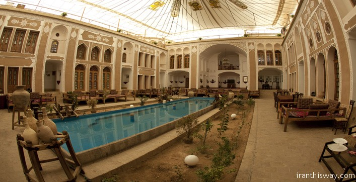 yazd vali traditional hotel is the only hotel in Yazd which dates back to Safavid dynasty built over 400 years ago. Interior and exterior plaster, porch with extraordinary beautiful Karbndy, orangery and a basement with running water that recovery fifty meters display.