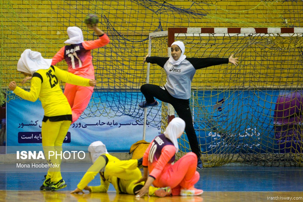 Iran's women handball league started+photo