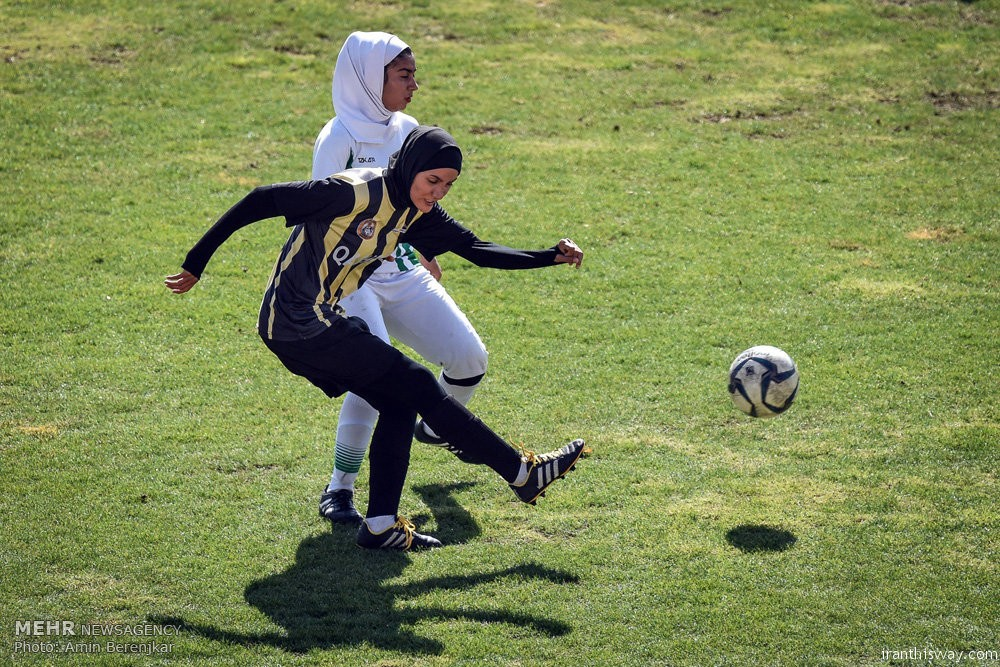 Photo: Iranian girls played football in Shiraz