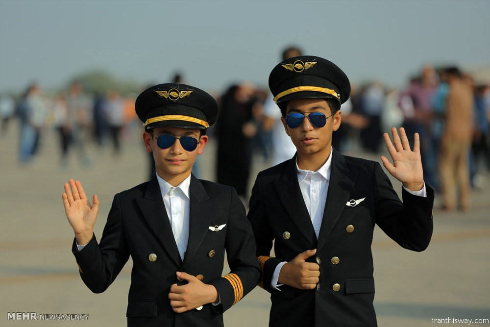 Photo: Iran Air Show kicks off