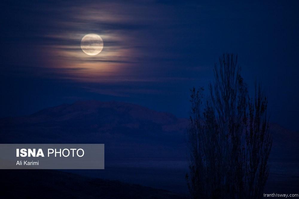 Photo: Supermoon in Iran's sky