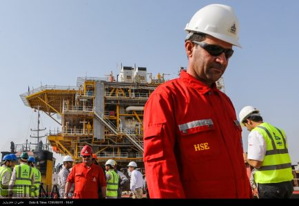 Iran planning to $100b investment in oil industry