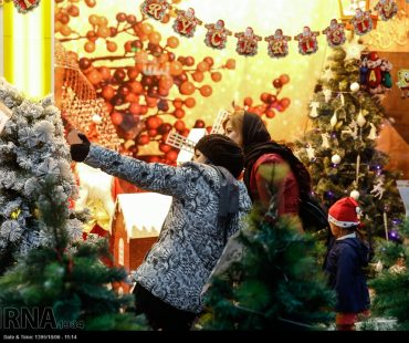 Photo: Christmas shopping in Tehran