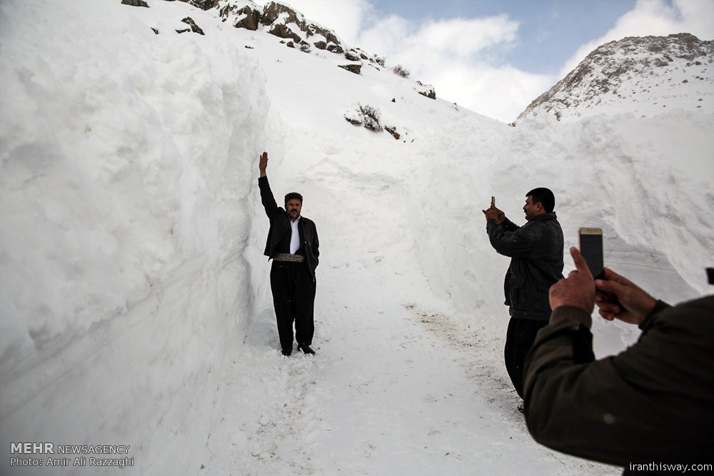 Photo: Snow and avalanche fall in Kurdistan province