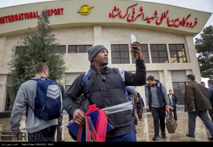 Photo: Iranians warmly welcome US wrestlers