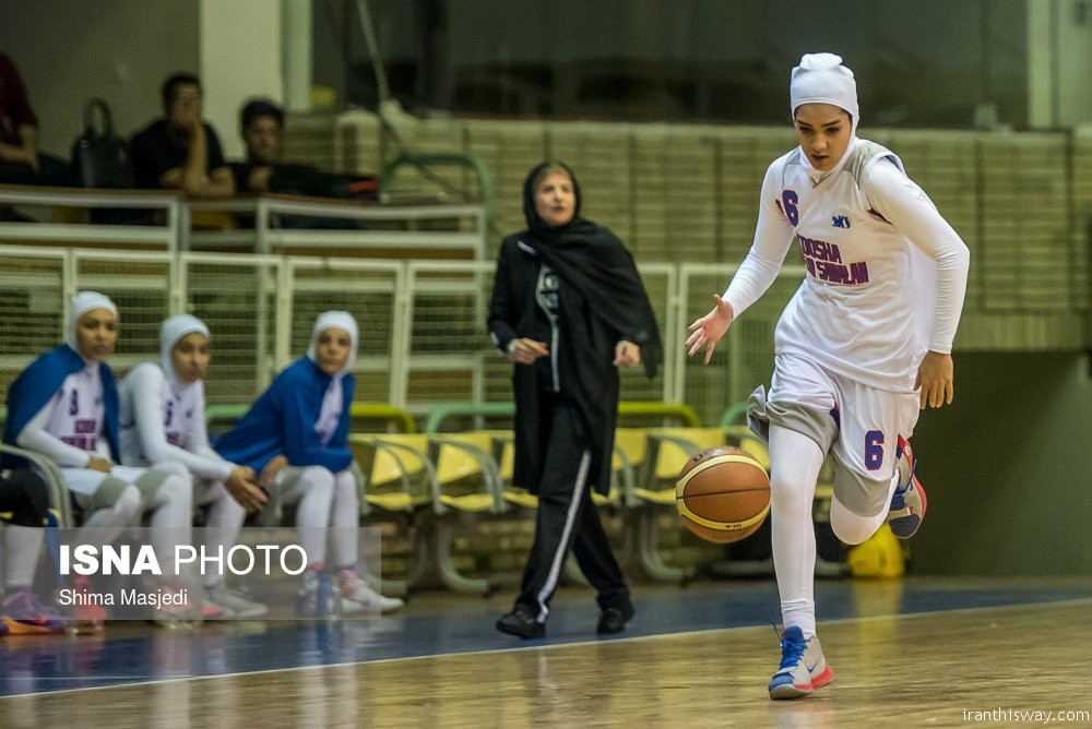 Photo: Iranian girls play basketball with Hijab