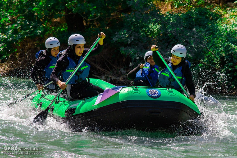 Photo: Iran girls marathon rafting competition