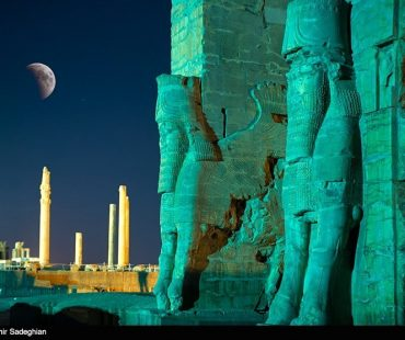 Photo: Longest lunar eclipse of century in Iran's Persepolis